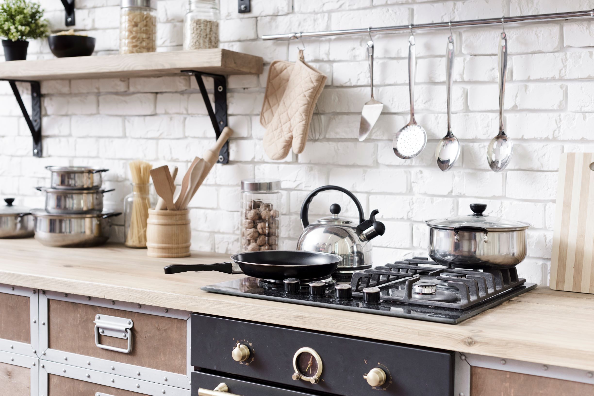 Tech-Gift-Guide-Image-of-kitchen-with-pots-on-stove.jpg