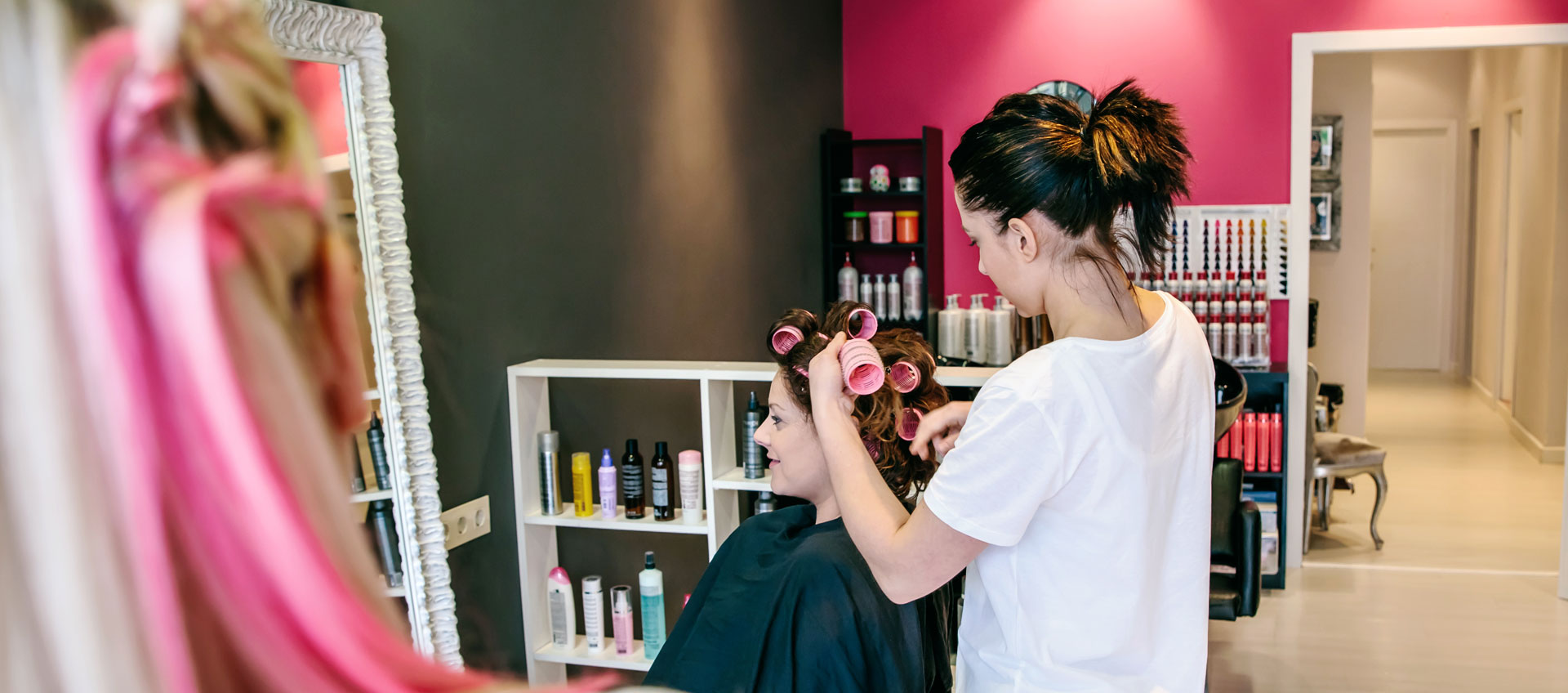 Photo of female hairdresser with customer